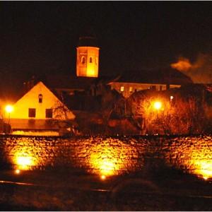 Stadtmauer beleuchtet- Kożuchów