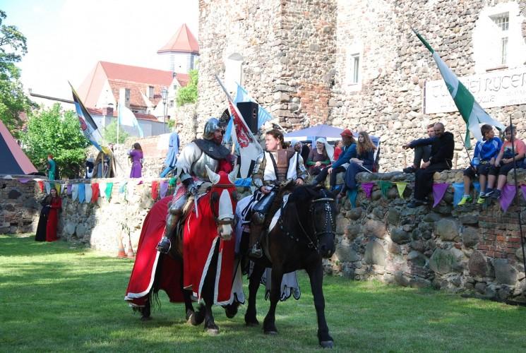 wydarzenia: Rycerze na koniach